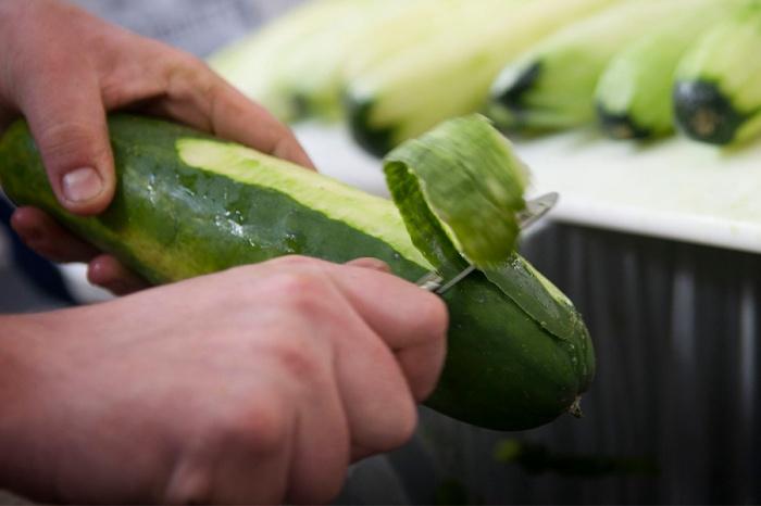 Spruce Gin_Cucumber Peeling 01